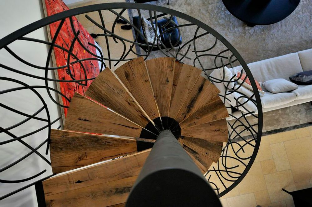 Custom wrap-around mezzanine and spiral staircase in Saint-Tropez