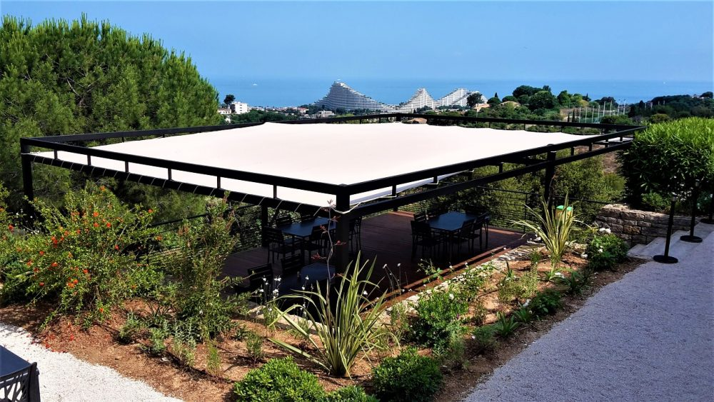 Modern commercial pergola for a VIP area in Villeneuve Loubet