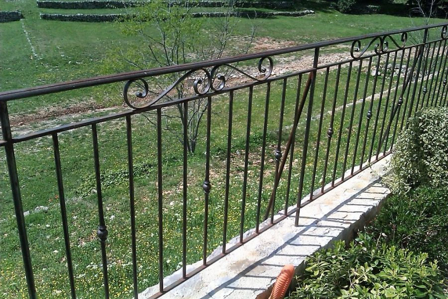 5045 Wrought iron railings close up (2)
