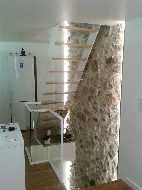 Modern steel staircase with wood steps in a townhouse in Cannes