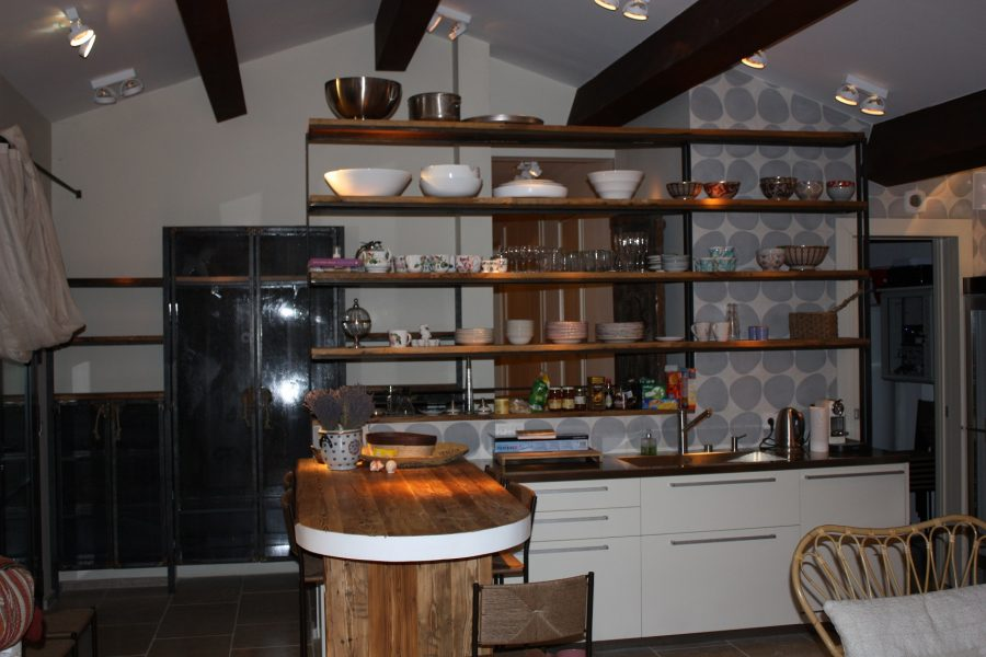 Bespoke entrance furniture and kitchen partition shelves in Cap d'Antibes