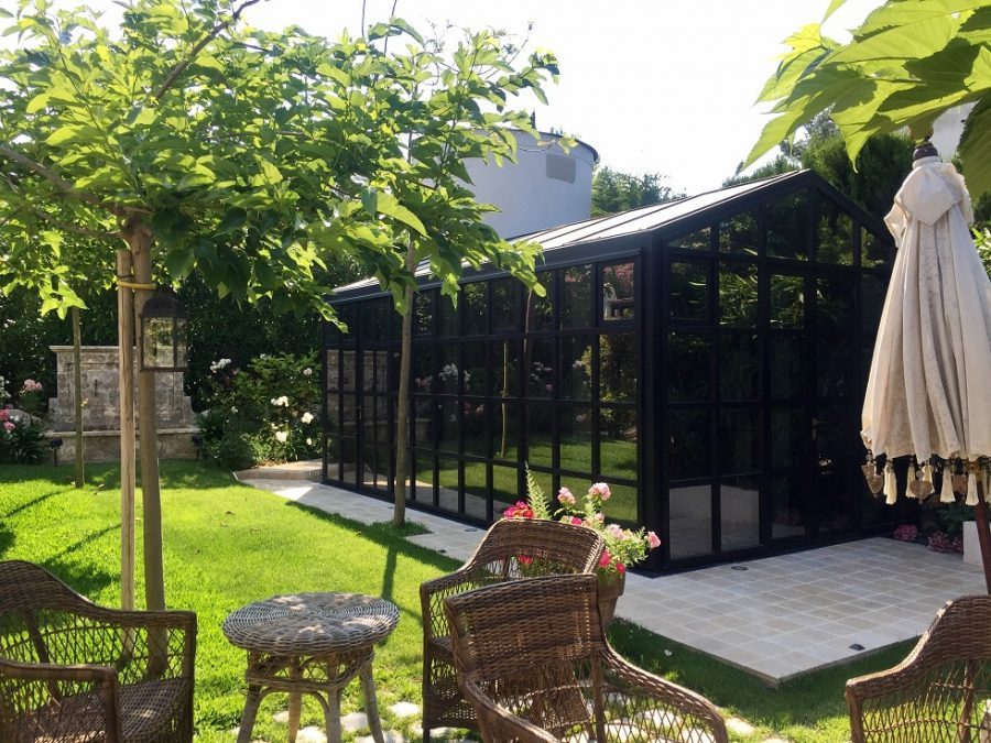 Glass guesthouse with thermally broken steel in Cap d'Antibes